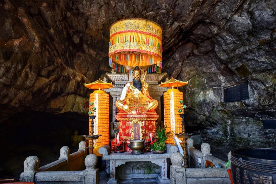 辛丑年农历四月十四,是吕祖(吕洞宾)纯阳祖师的圣诞